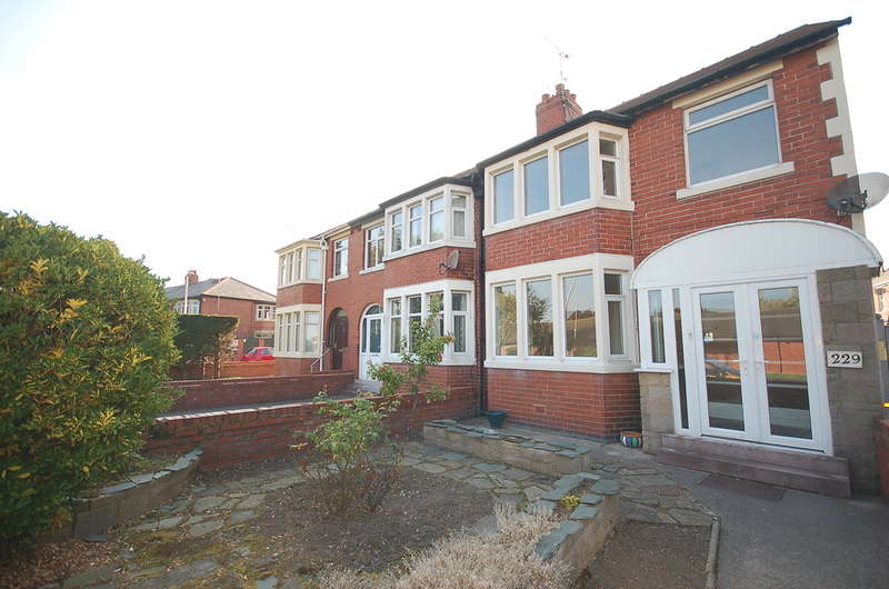 3 Bedrooms End Of Terrace House for sale in Kingscote Drive, Blackpool