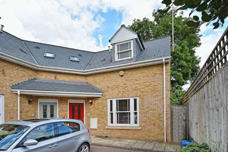 3 Bedrooms Semi Detached House for sale in Gerard Place, Victoria Park, London E9