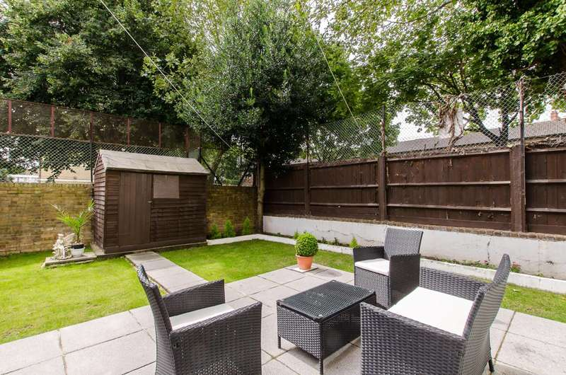 2 Bedrooms Flat for sale in Chambord Street, Shoreditch, E2