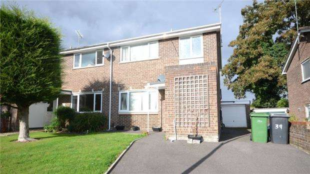 3 Bedrooms Semi Detached House for sale in Primrose Close, Purley on Thames, Reading