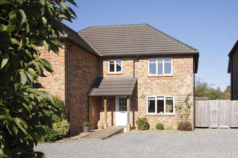 2 Bedrooms Semi Detached House for sale in Greencroft, Picket Piece, Andover