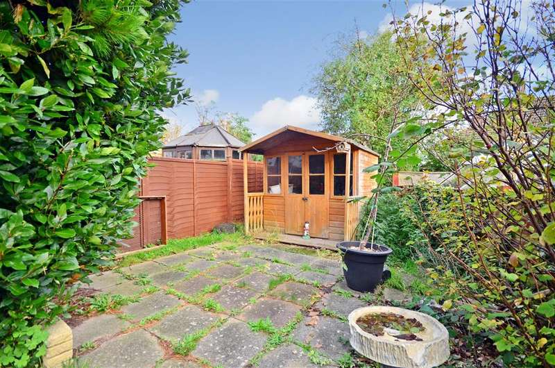 3 Bedrooms Semi Detached House for sale in Arnold Road, Cowes, Isle of Wight