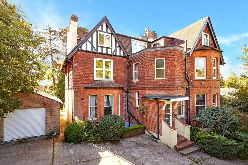 3 Bedrooms Flat for sale in Snatts Hill, Oxted, Surrey, RH8