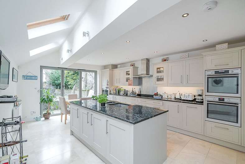4 Bedrooms End Of Terrace House for sale in St. John's Hill Grove, London, SW11