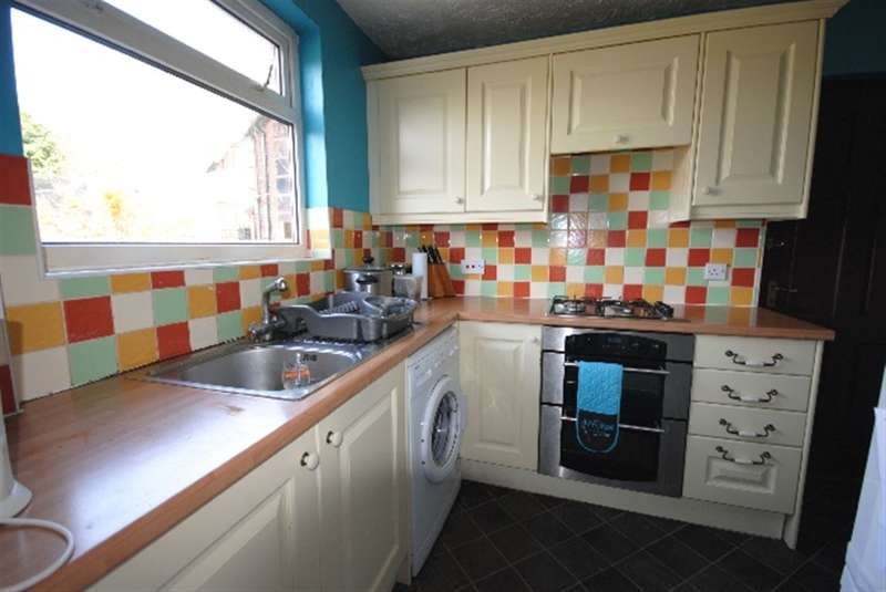 2 Bedrooms Semi Detached House for sale in Holly Road, Aspull, Wigan, WN2