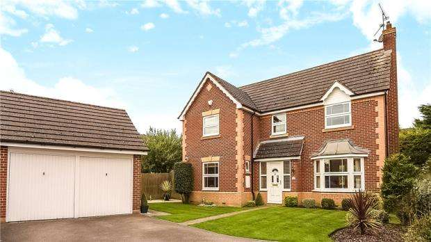 4 Bedrooms Detached House for sale in Marathon Close, Woodley, Reading