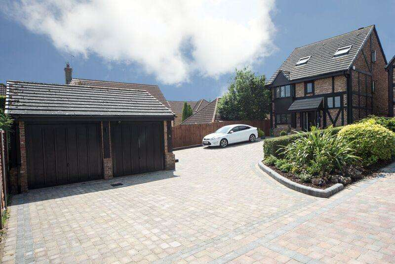 5 Bedrooms Detached House for sale in Milburn Close, Luton, Bedfordshire, LU3 4EH