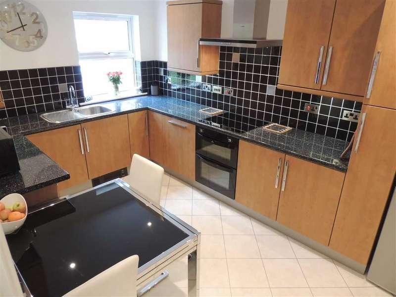 2 Bedrooms Flat for sale in Torkington Road, Hazel Grove, Stockport