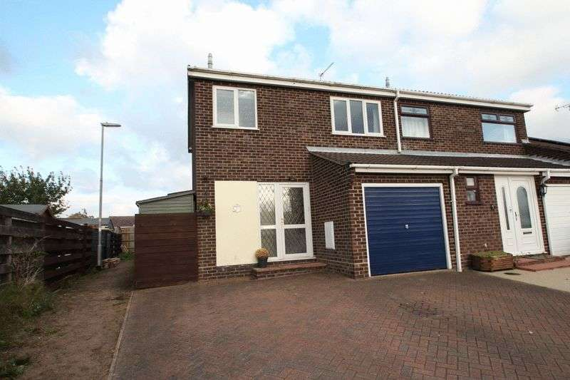 3 Bedrooms Semi Detached House for sale in Martham, NR29