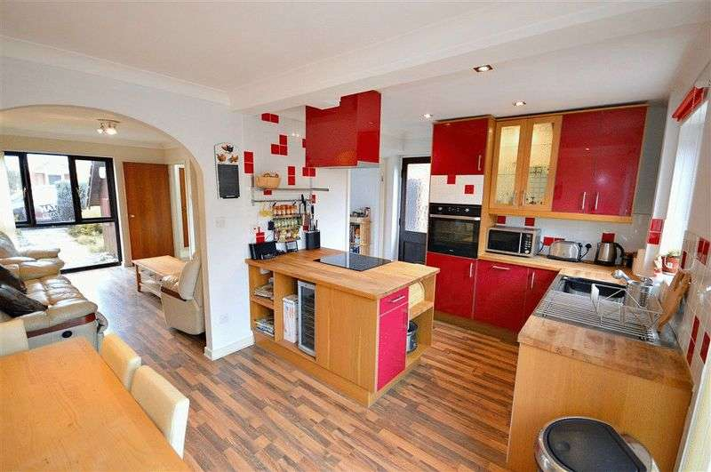 3 Bedrooms Semi Detached House for sale in Roman Reach, Newport