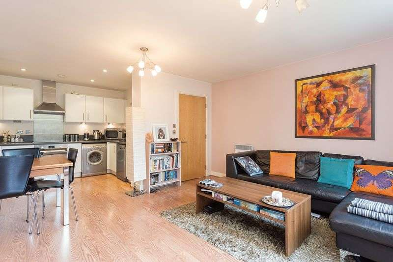 2 Bedrooms Flat for sale in Meath Crescent, London