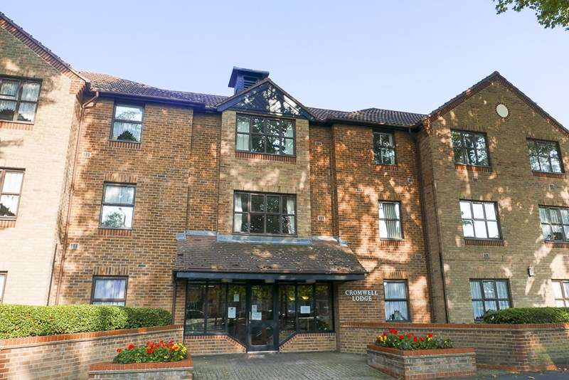 2 Bedrooms Retirement Property for sale in Cromwell Lodge, Barking, IG11 8UB