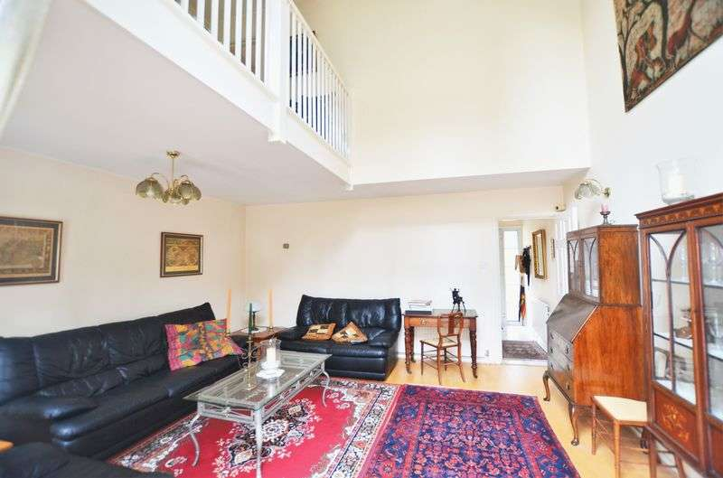 3 Bedrooms Semi Detached House for sale in Harrowgate Road, Hackney E9