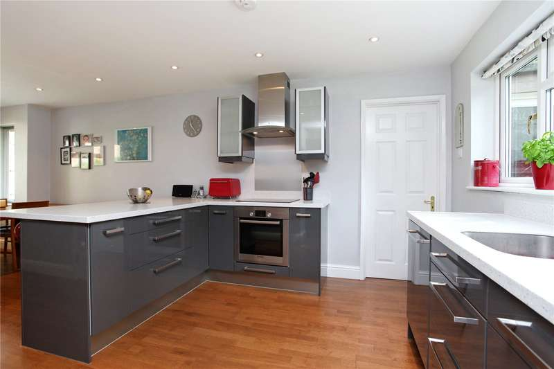 4 Bedrooms Detached House for sale in Huxley Close, Godalming, Surrey, GU7