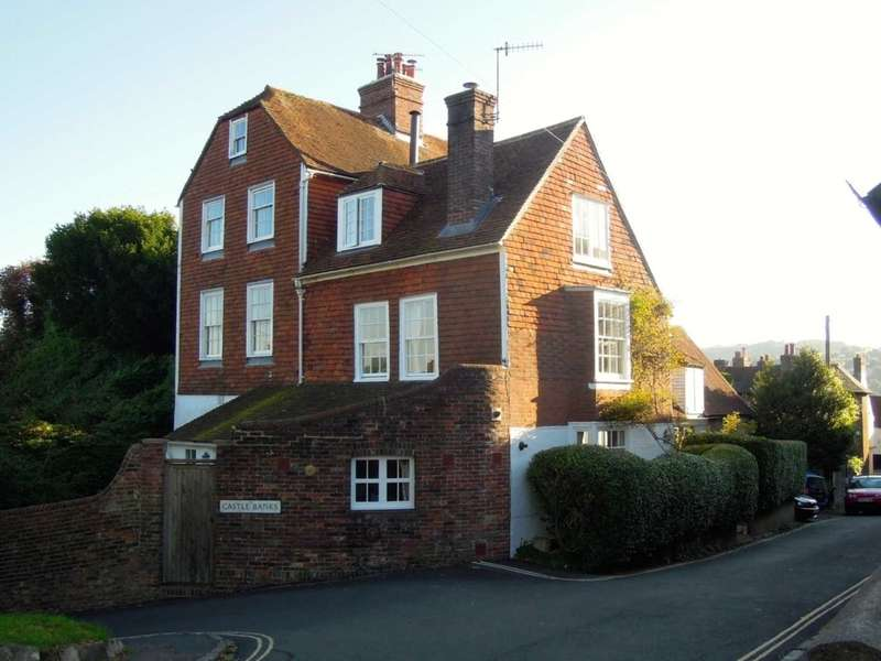 3 Bedrooms Semi Detached House for sale in Castle Precincts, Lewes