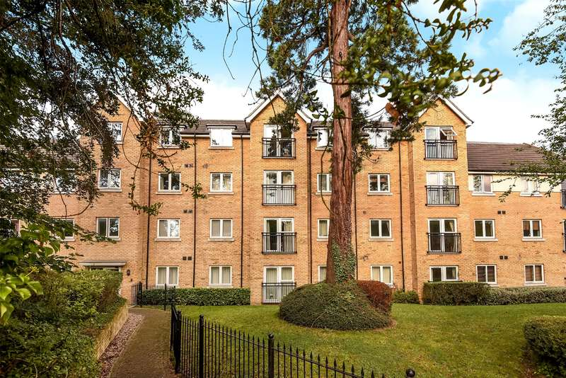 2 Bedrooms Apartment Flat for sale in Glade Court, 65 Harefield Road, Uxbridge, Middlesex, UB8