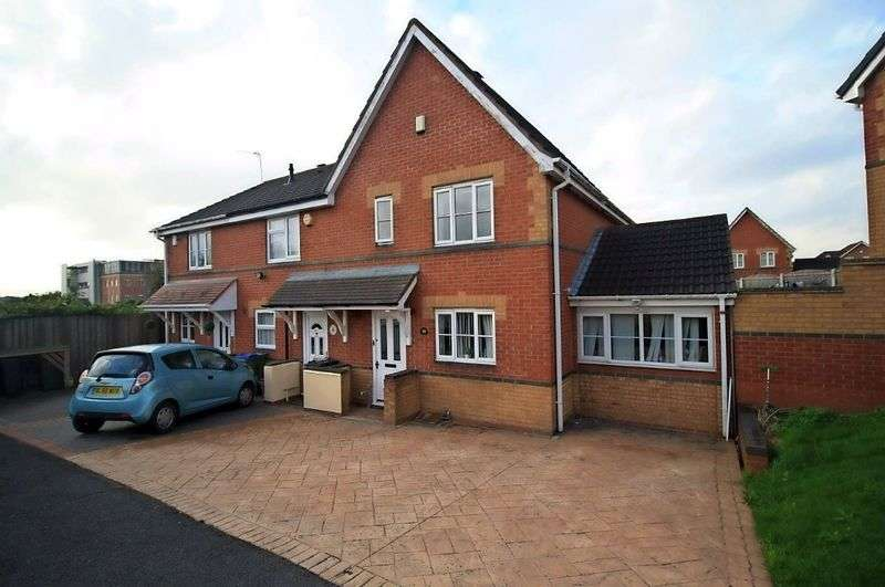 3 Bedrooms Flat for sale in Mansion Drive, Tipton