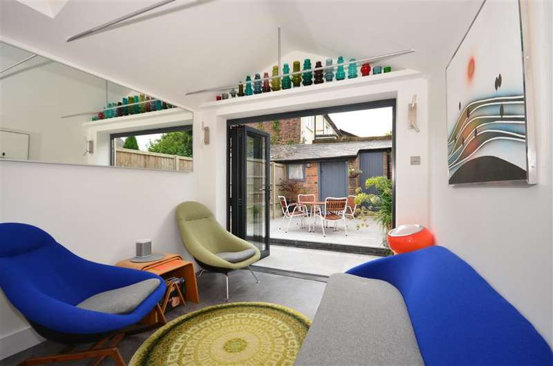 2 Bedrooms End Of Terrace House for sale in Church Street, Dorking, Surrey