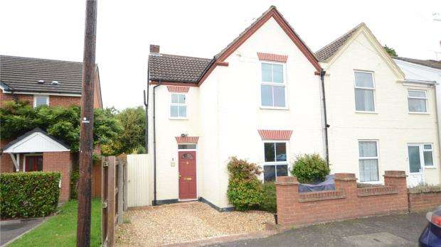 3 Bedrooms Semi Detached House for sale in Frederick Place, Wokingham, Berkshire