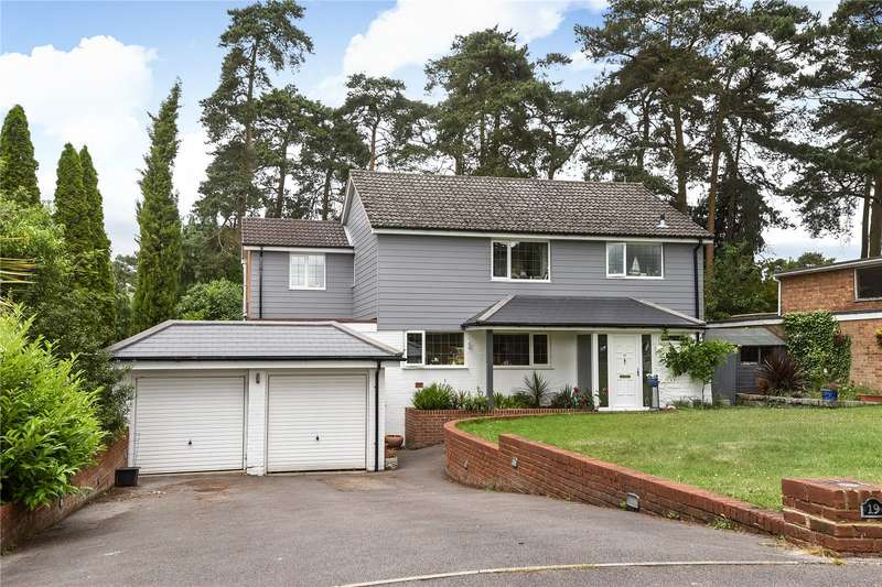 4 Bedrooms Detached House for sale in Azalea Way, Camberley, Surrey, GU15