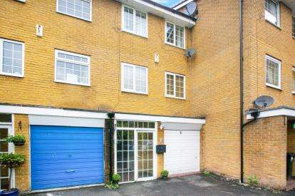 4 Bedrooms Town House for sale in Plymouth Drive, Bramhall, Stockport, Greater Manchester