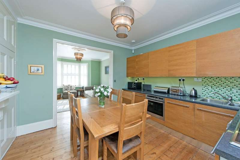 4 Bedrooms Maisonette Flat for sale in Mallinson Road, London