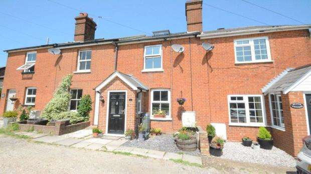 3 Bedrooms Terraced House for sale in Alben Road, Binfield
