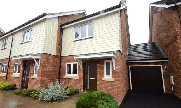 2 Bedrooms End Of Terrace House for sale in Teaseltun, Fleet, Hampshire