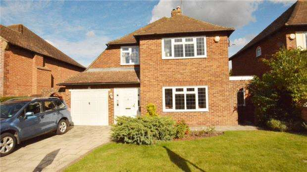 4 Bedrooms Detached House for sale in Marlyns Drive, Guildford, Surrey