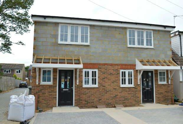 2 Bedrooms Semi Detached House for sale in Ruxley Close, Epsom