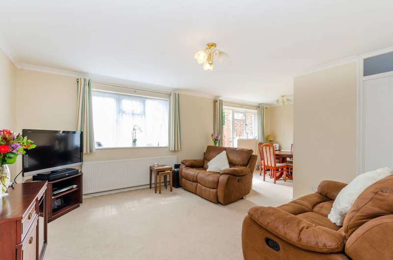 3 Bedrooms House for sale in Elm Way, Friern Barnet, N11