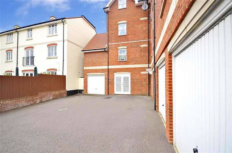 2 Bedrooms Apartment Flat for sale in Riverside, Pulborough, West Sussex