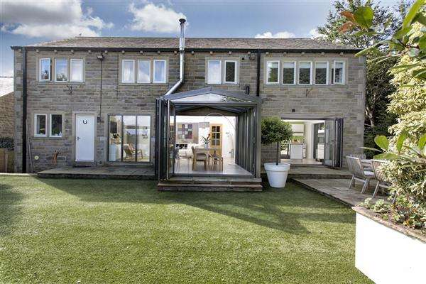 6 Bedrooms Detached House for sale in Oakes Gardens, Holywell Green, Halifax