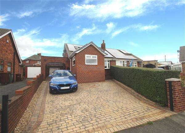 3 Bedrooms Bungalow for sale in Lowfield Crescent, Hemsworth
