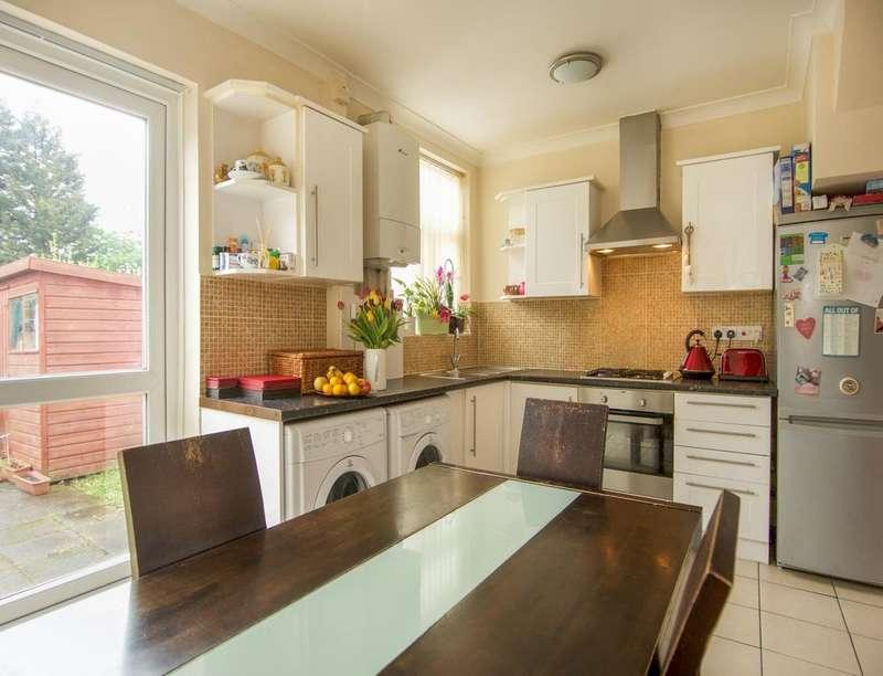 4 Bedrooms Property for sale in Craven Gardens, Barking, IG11