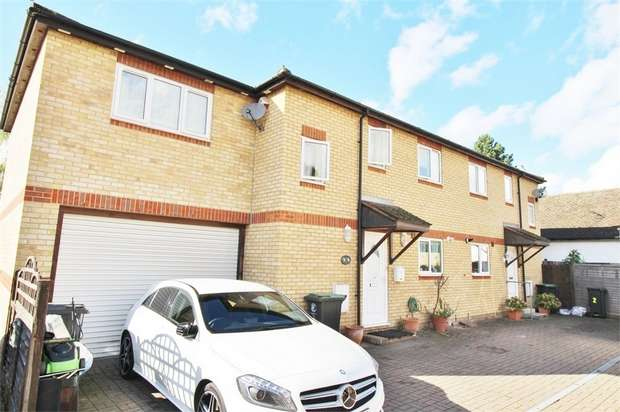 3 Bedrooms Semi Detached House for sale in Nazeingbury Close, Nazeing, Essex