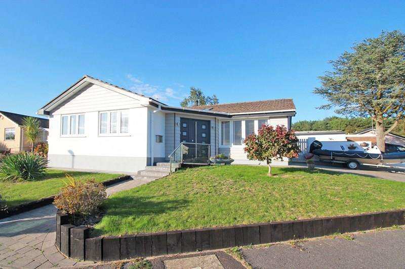 3 Bedrooms Detached Bungalow for sale in Hestan Close, St Catherine's Hill, Christchurch