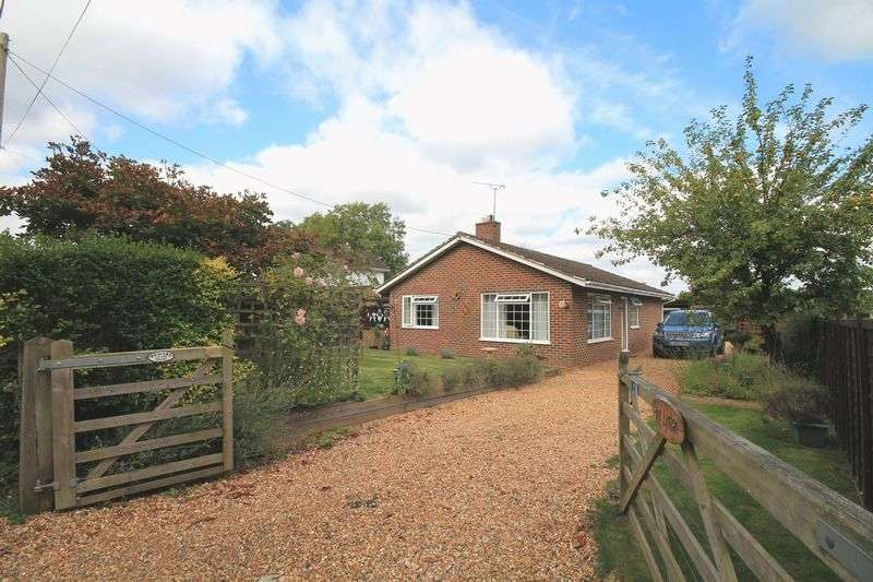 3 Bedrooms Detached Bungalow for sale in Oakhurst Lane, Loxwood