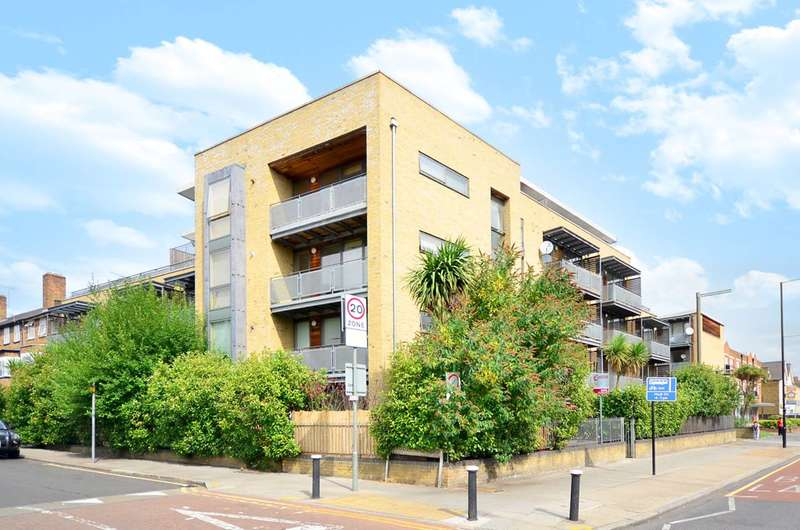 2 Bedrooms Flat for sale in High Road, Bowes Park, N22