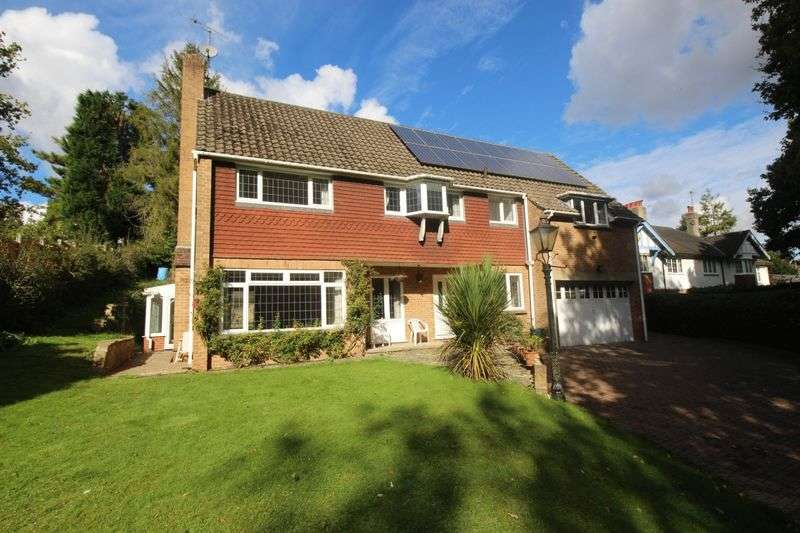 4 Bedrooms Detached House for sale in Kingswood