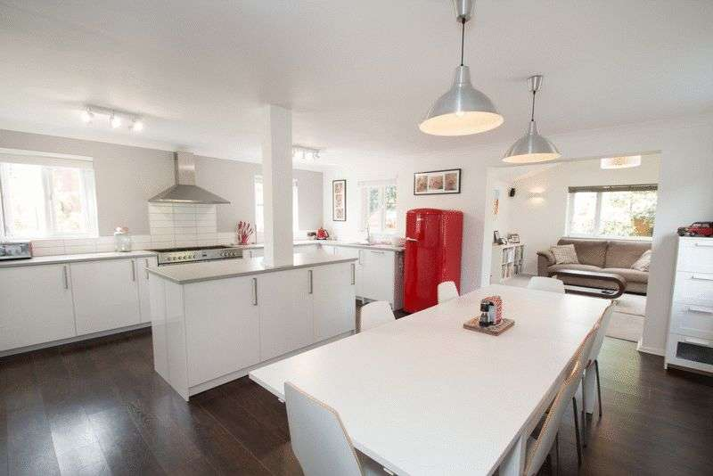 4 Bedrooms Detached House for sale in Olivers Meadow, Westergate