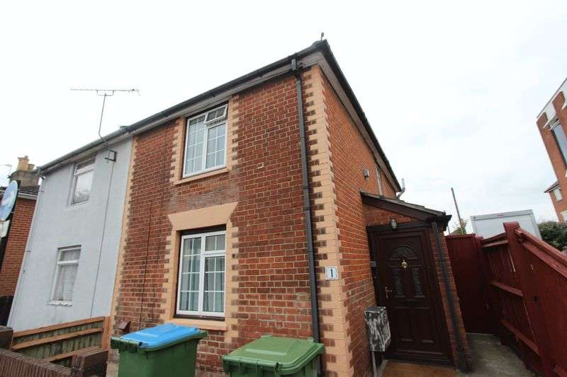 2 Bedrooms Semi Detached House for sale in Shirley