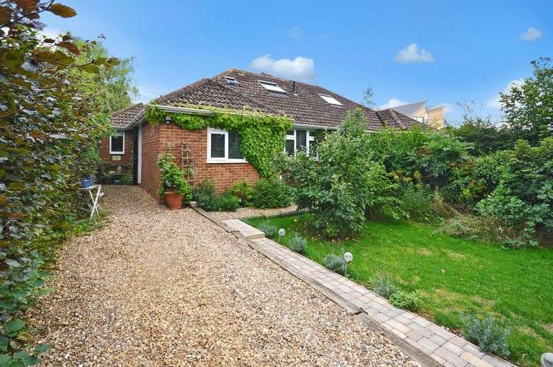 3 Bedrooms Semi Detached Bungalow for sale in Wendover