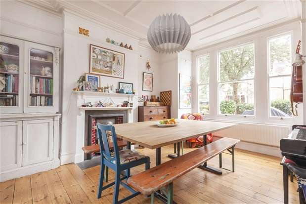 4 Bedrooms Semi Detached House for sale in Ruskin Walk, Herne Hill
