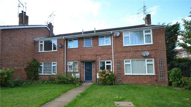 2 Bedrooms Apartment Flat for sale in Russell Court, Blackwater, Camberley
