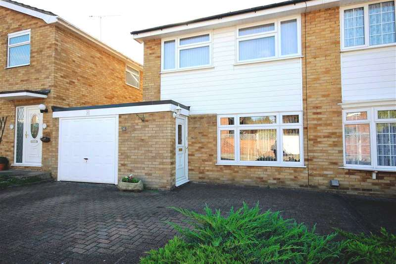 3 Bedrooms Semi Detached House for sale in The Griffins