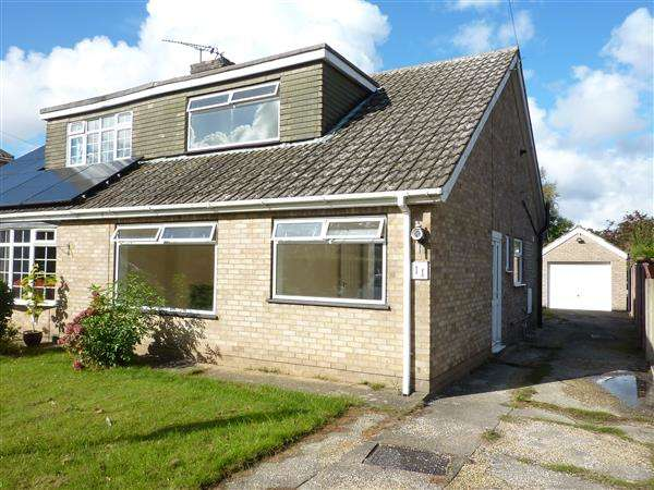 3 Bedrooms Semi Detached Bungalow for sale in WHISBY COURT, HOLTON LE CLAY, GRIMSBY