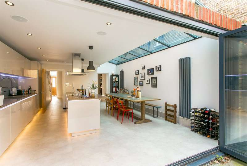 5 Bedrooms Terraced House for sale in Grove Hill Road, London, SE5