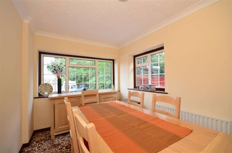 4 Bedrooms Detached House for sale in Jacks Close, Wickford, Essex