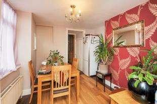 2 Bedrooms Semi Detached House for sale in Oaksford Avenue, Sydenham, London